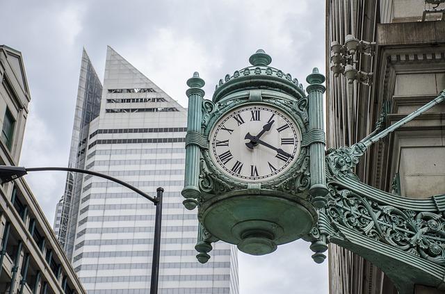 clock-883675_640